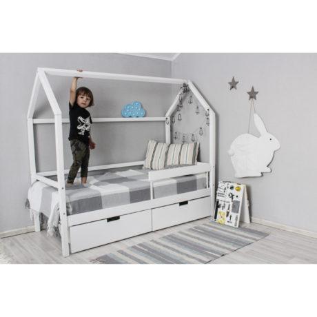 Кровать-домик (массив)